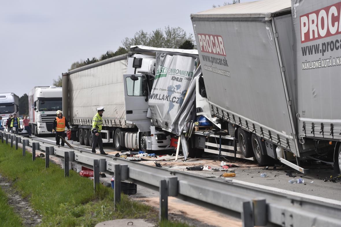 Nehoda kamionů na dálnici D1