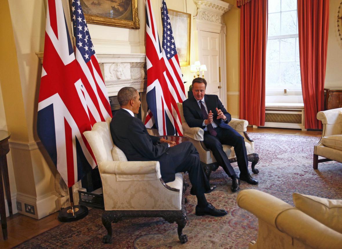 Obama a Cameron během schůzky v Londýně