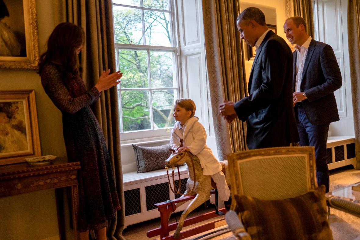 Barack Obama na návštěvě u Kate a Williama