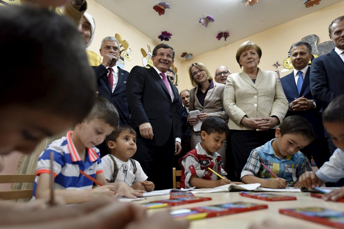 Angela Merkelová s dětskými uprchlíky v Turecku