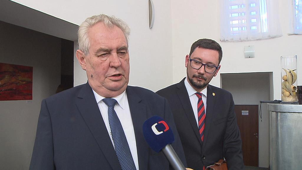 Miloš Zeman je proti zvyšování platů úředníkům