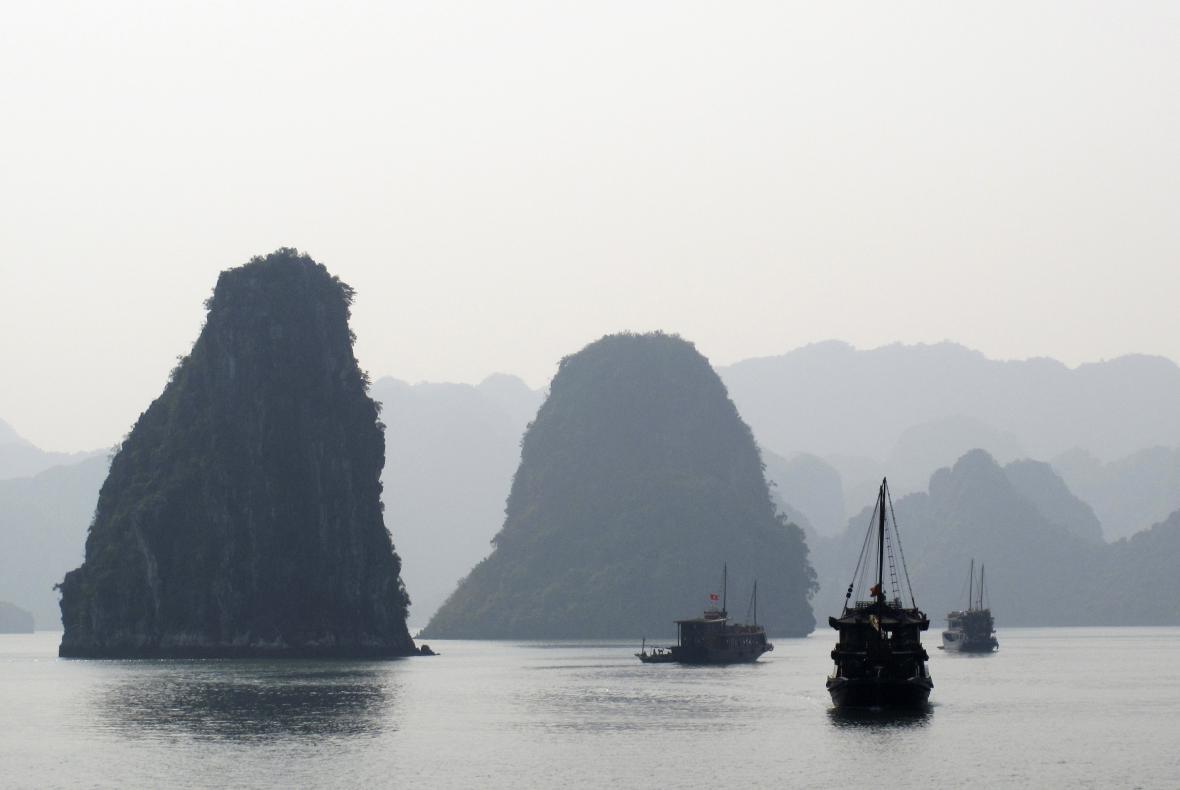 Zátoka Halong ve Vietnamu