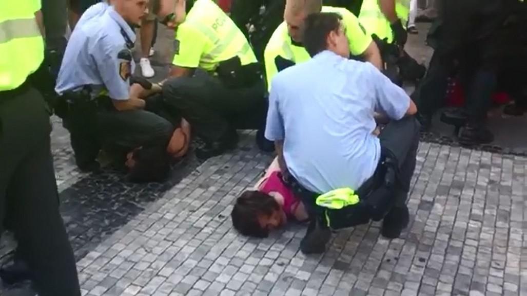 Zásah policie proti aktivistům na proti imigrantské demonstraci