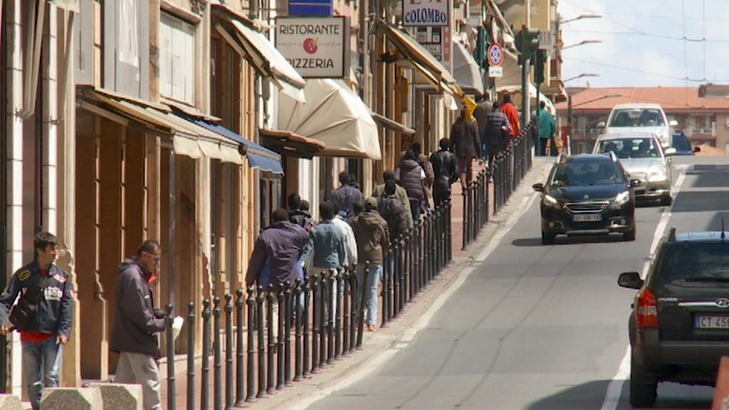 Migranti v ulicích Ventimiglia