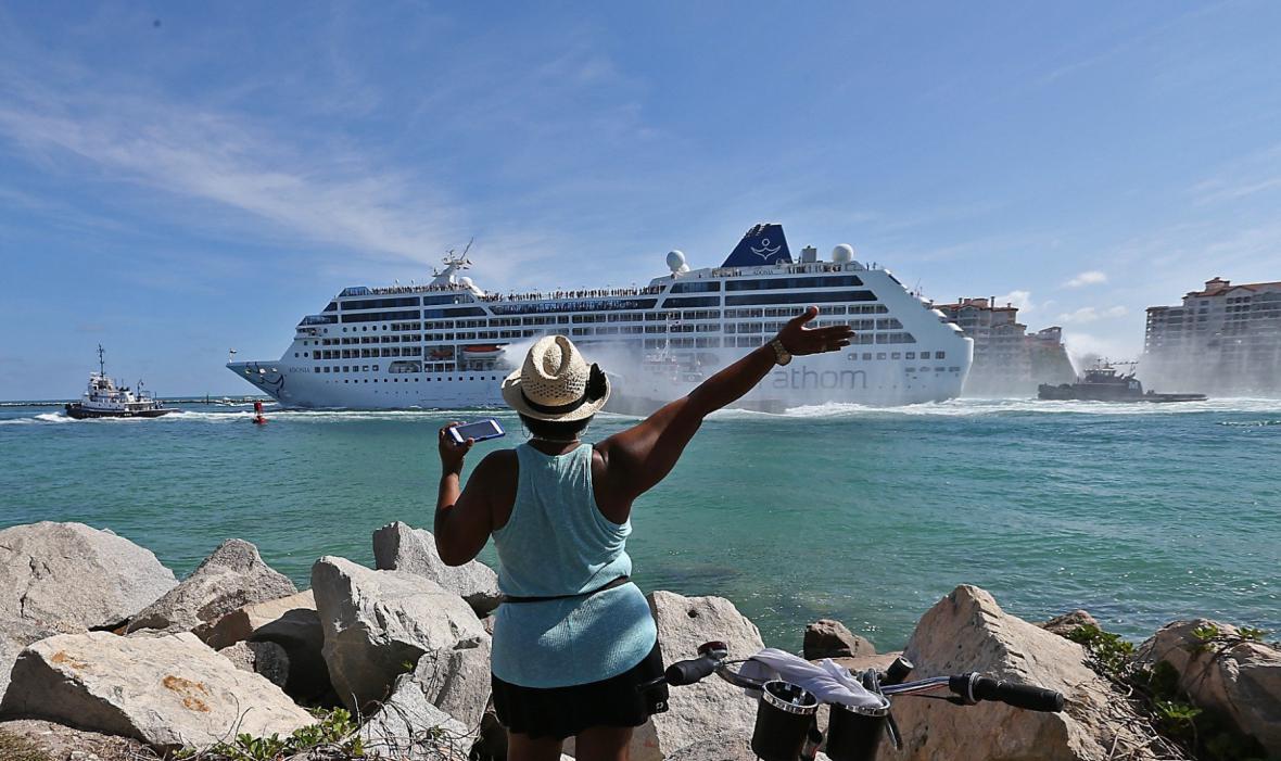 Na Kubu z Miami vyjela po desítkách let první výletní loď