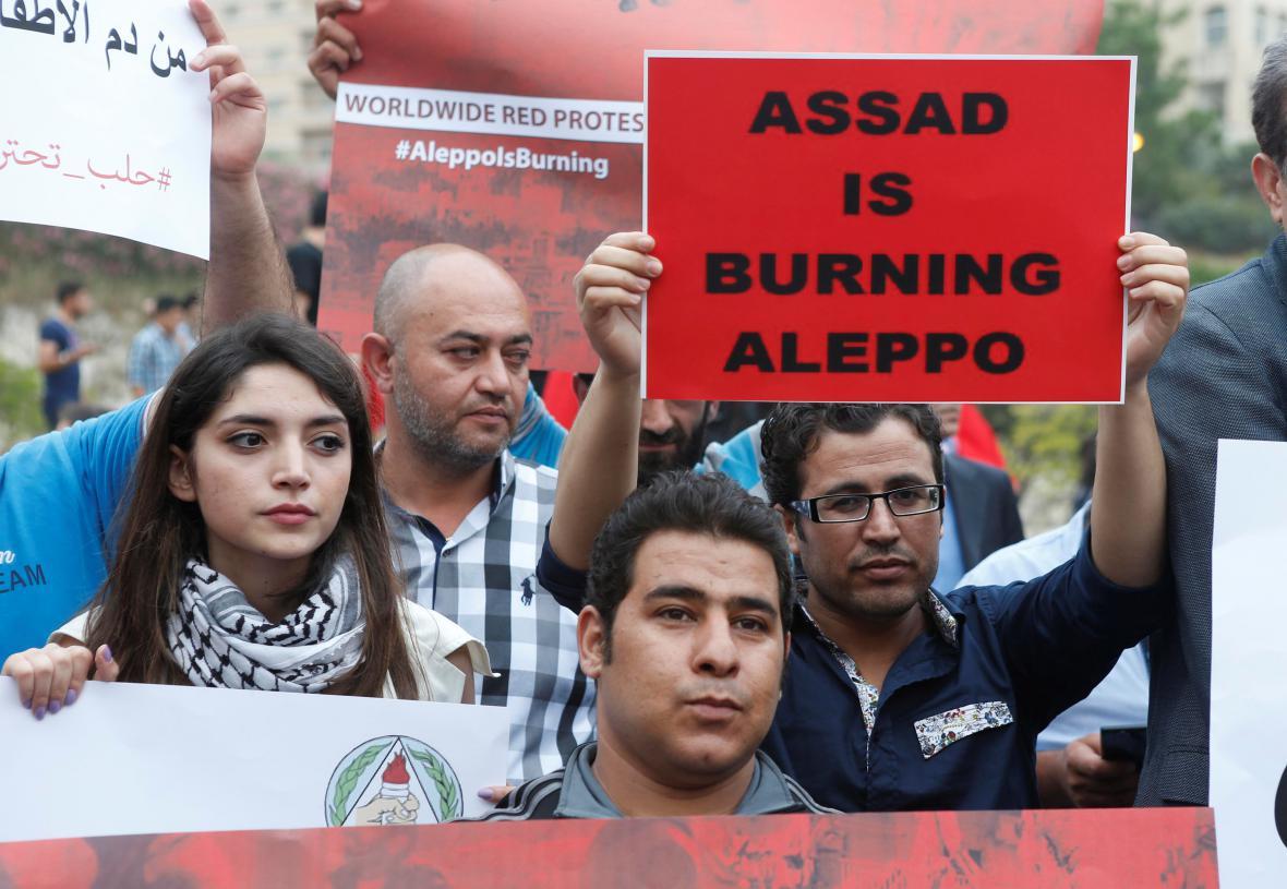 Protesty proti bombardování Aleppa