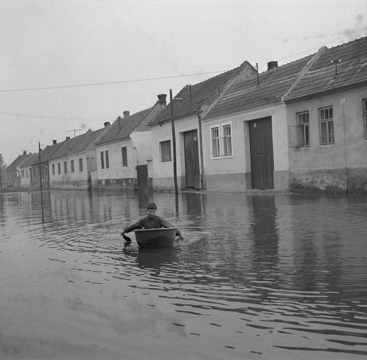 Obec Mušov při záplavách v roce 1970