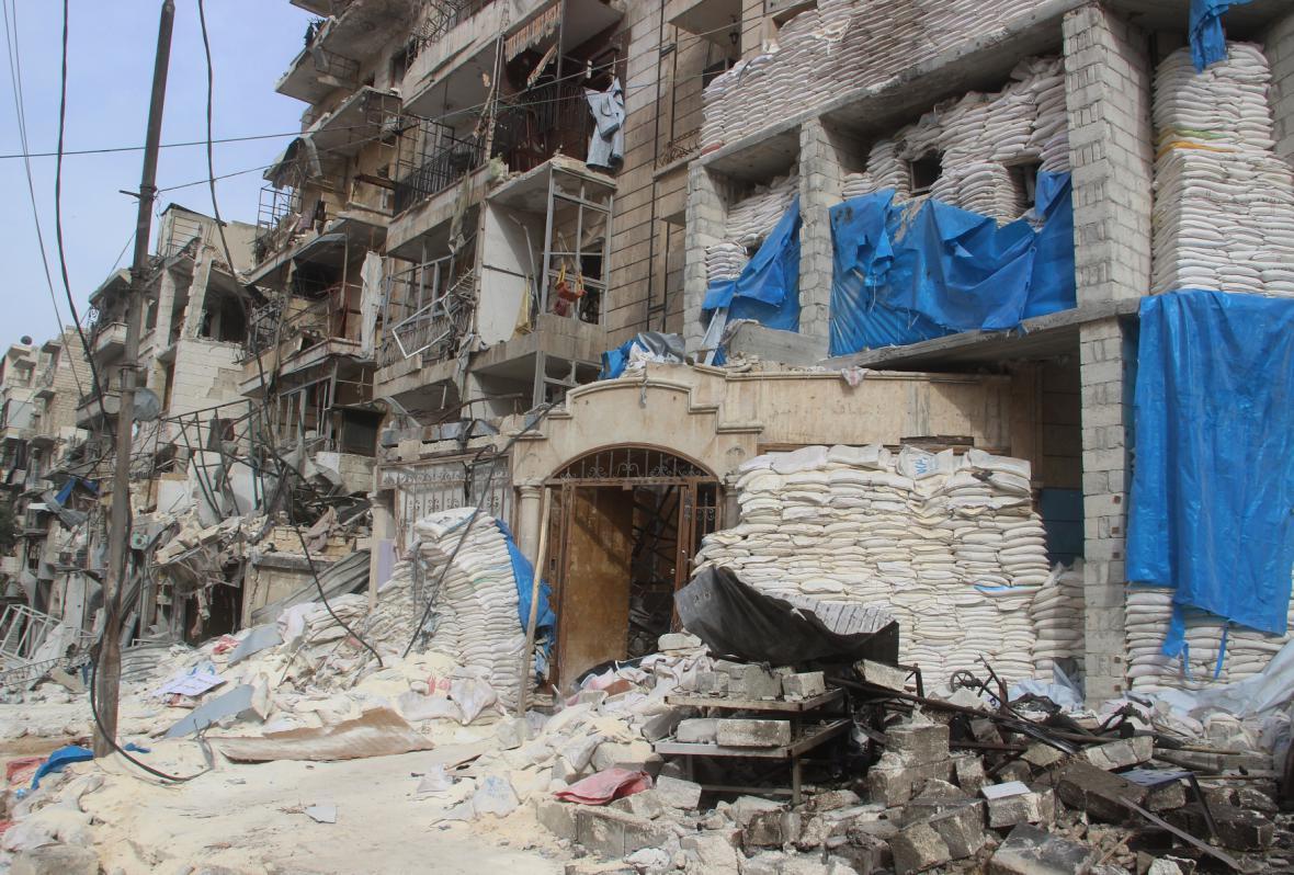 Zničená nemocnice v části Aleppa, kterou ovládá režim