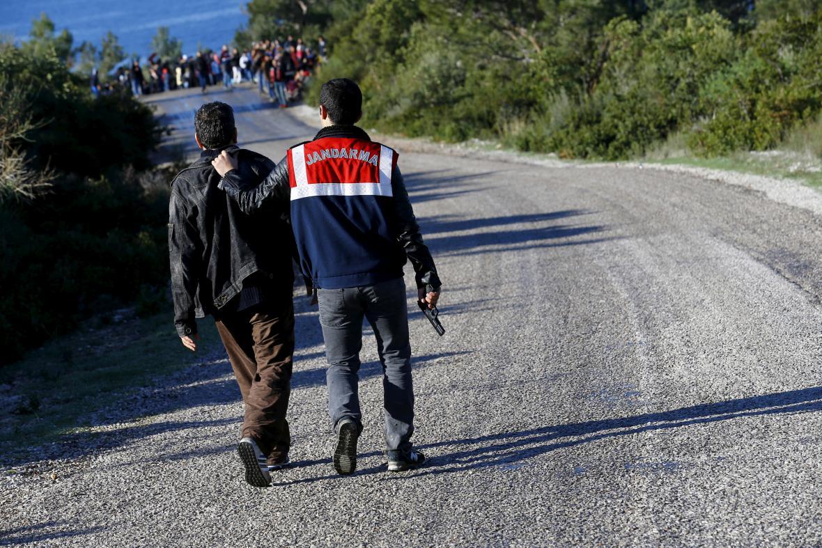 Turecká policie zatkla muže podezřelého z pašování migrantů