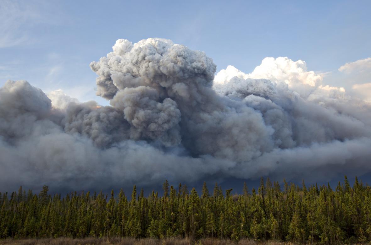 Mohutné lesní požáry v kanadské Albertě