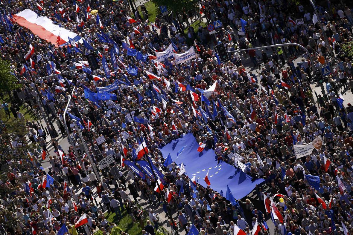 Protivládní protesty v ulicích Varšavy