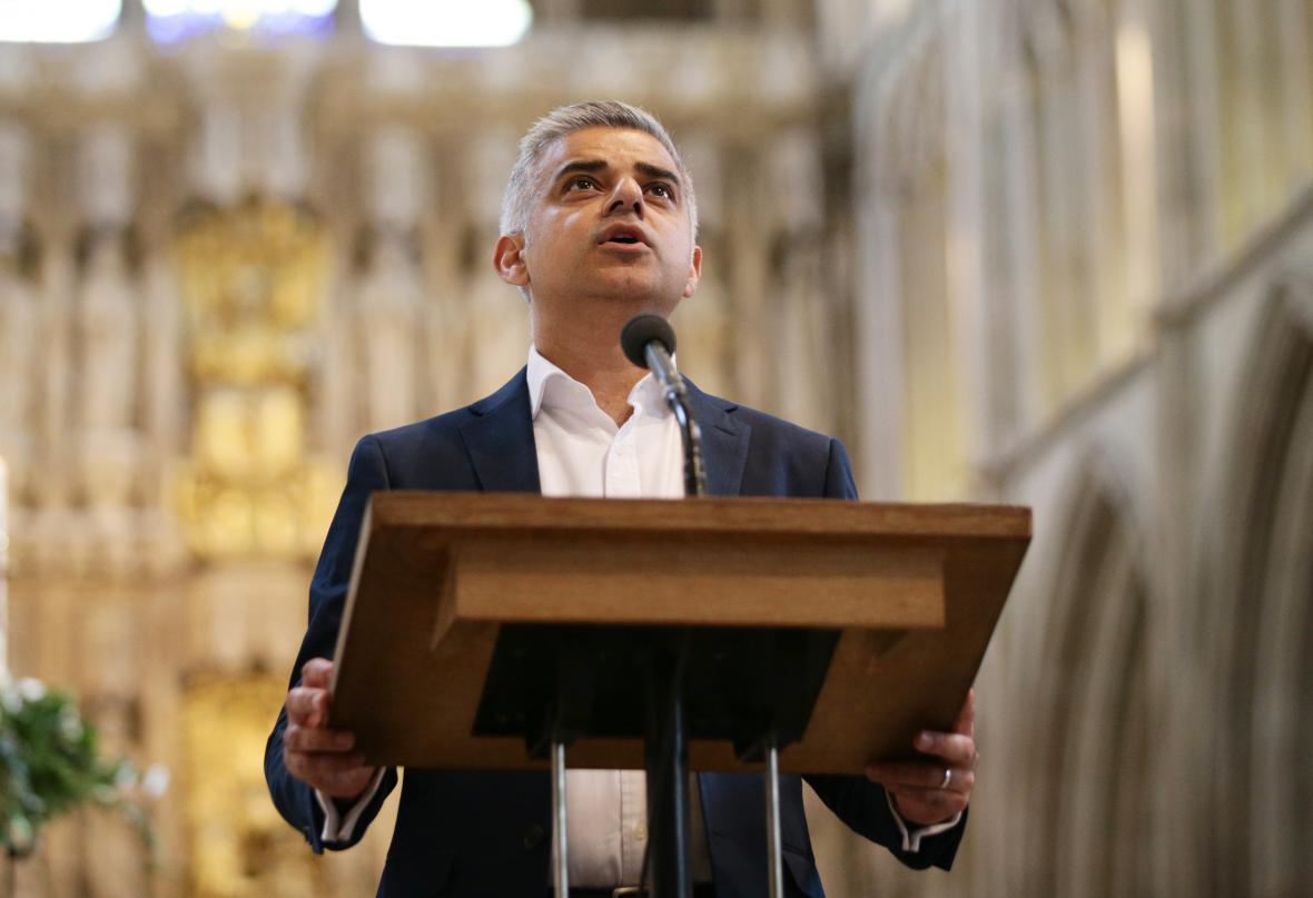 Khan složil přísahu v katedrále v Southwarku