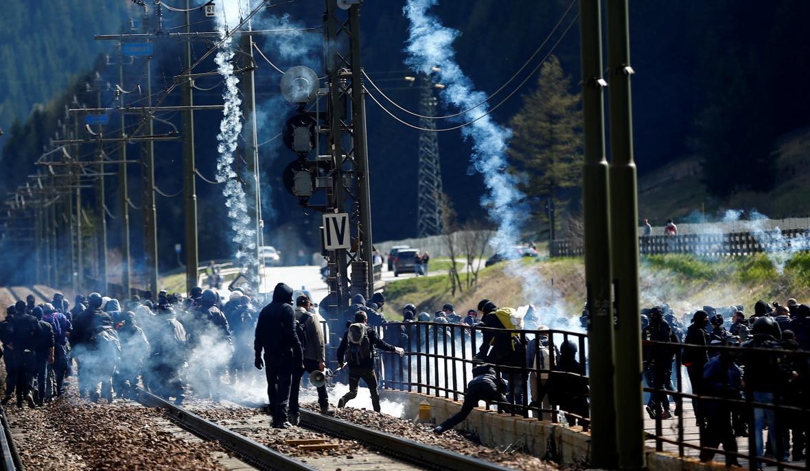 Demonstranti v Brenneru protestovali proti rakouským kontrolám