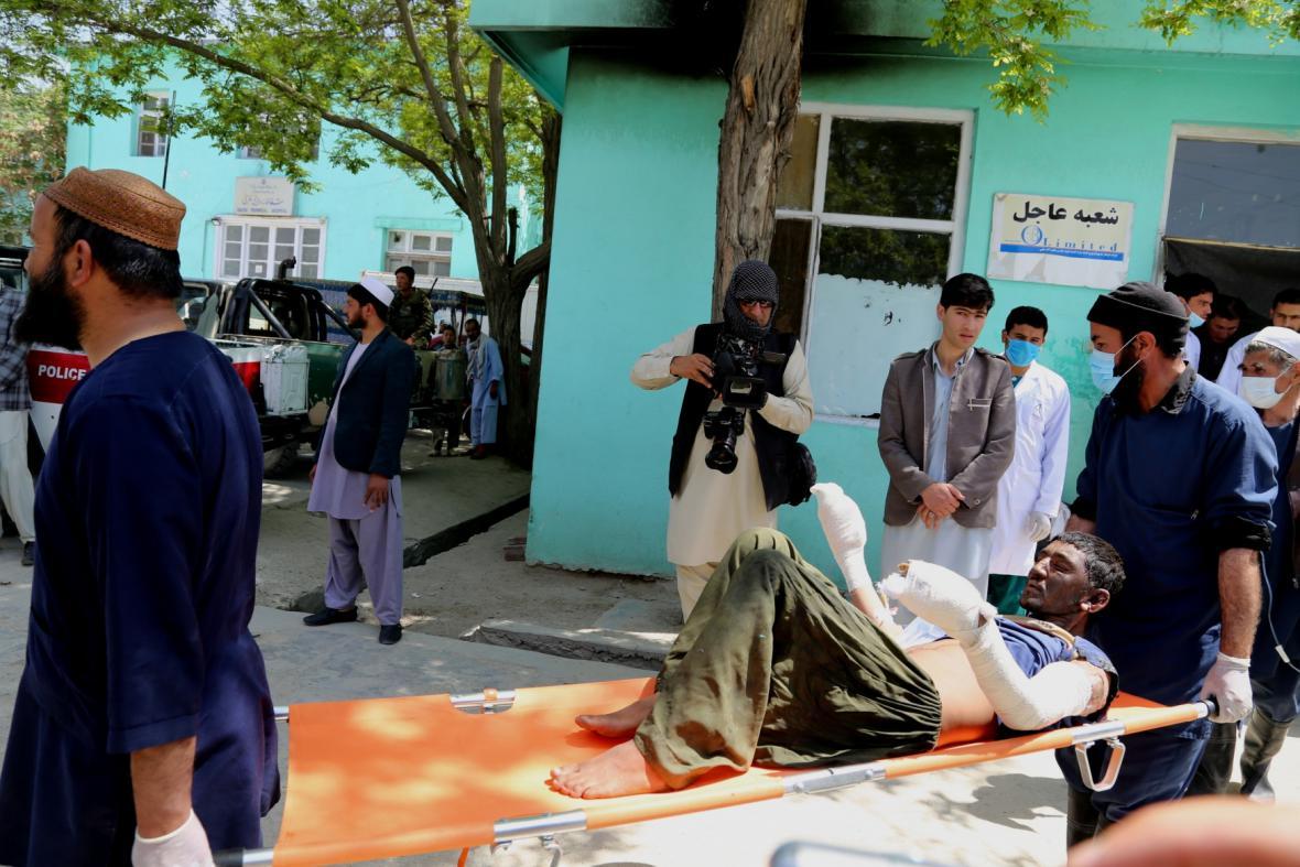 Zranění po nehodě autobusů a cisterny v Afghánistánu