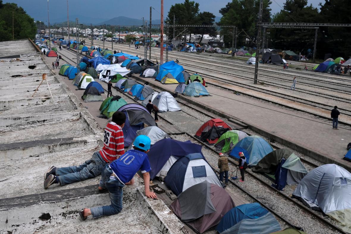 Běženci pravidelně protestují proti uzavření řecko-makedonské hranice