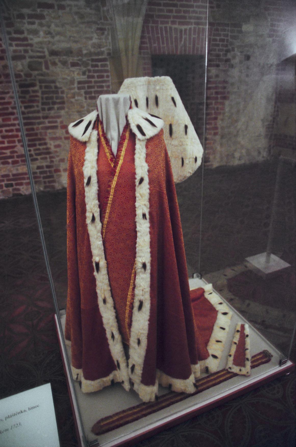 Korunovační plášť