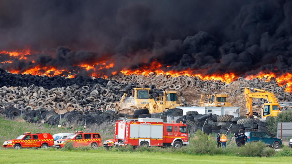 Hořící skládka ve Španělsku