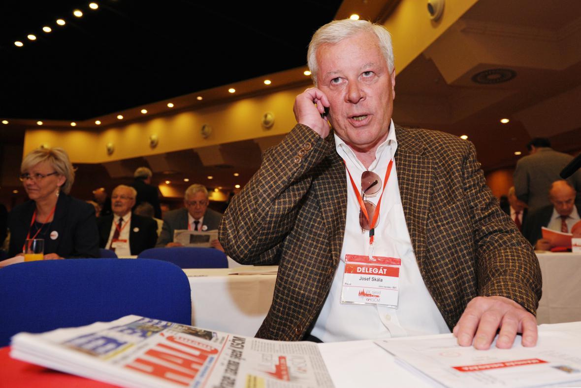 Kandidát na předsedu KSČM Josef Skála na 9. sjezdu strany v Praze
