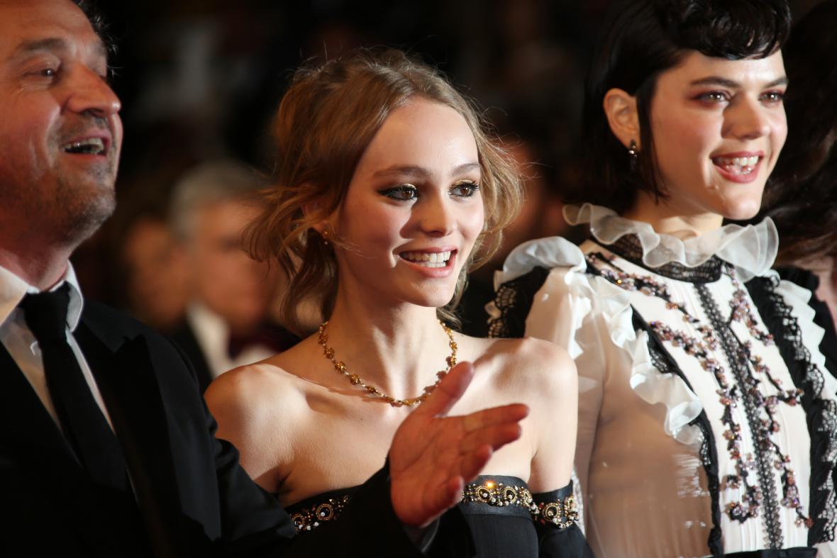 Lily-Rose Depp a Soko na festivalu v Cannes