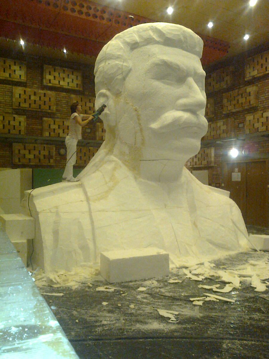Stavba makety Stalinova pomníku