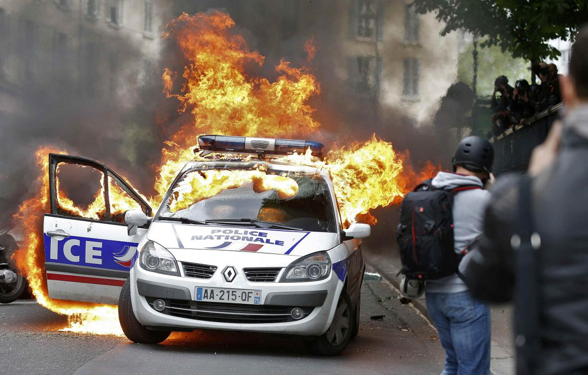 Násilnosti v Paříži