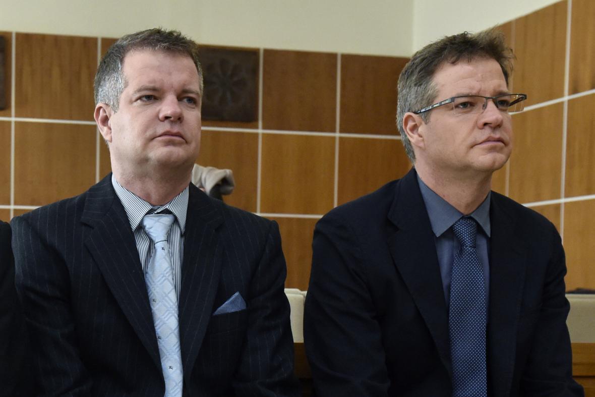 Zdeněk a Alexandr Zemkovi, synové miliardáře Zdeňka Zemka staršího, u soudu