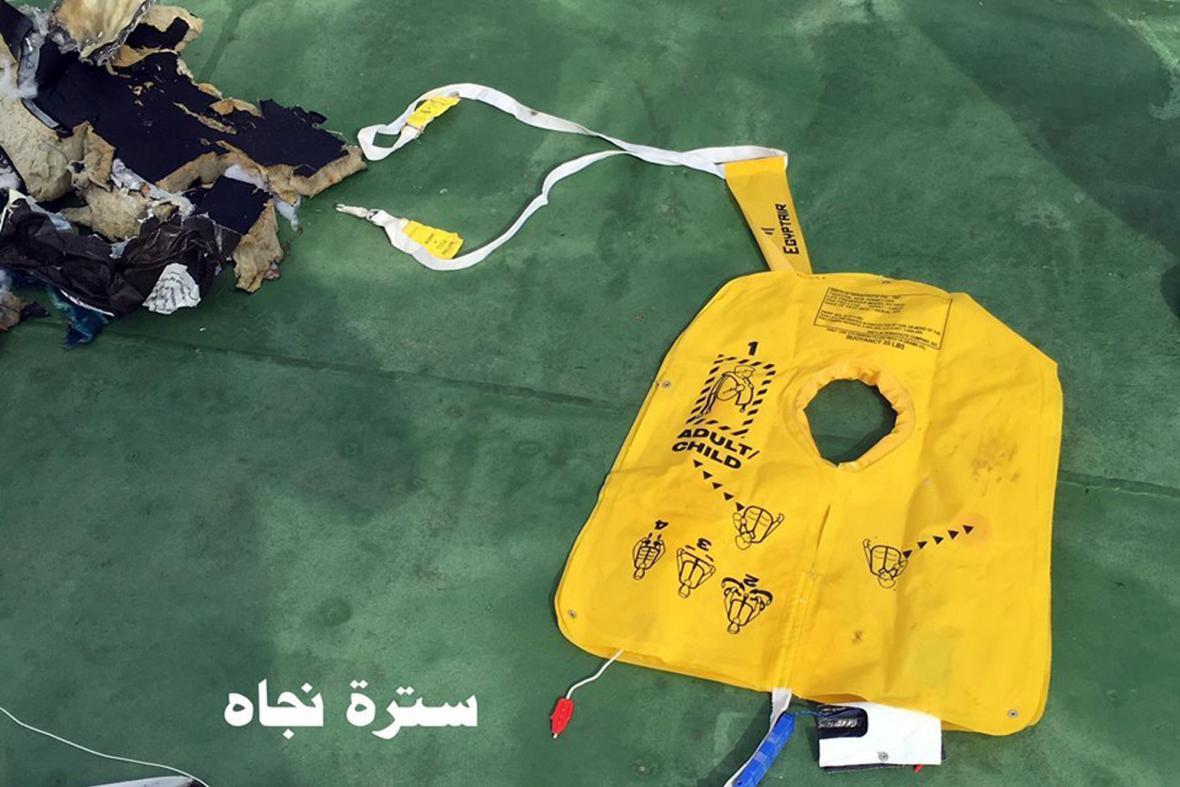 Trosky zříceného letadla EgyptAir