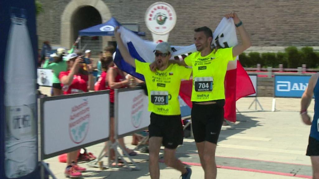 Čeští účastníci maratonu na Velké čínské zdi