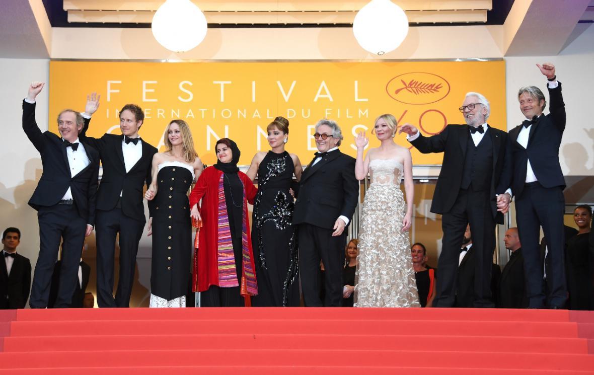 Porotci hlavní soutěžní sekce v Cannes