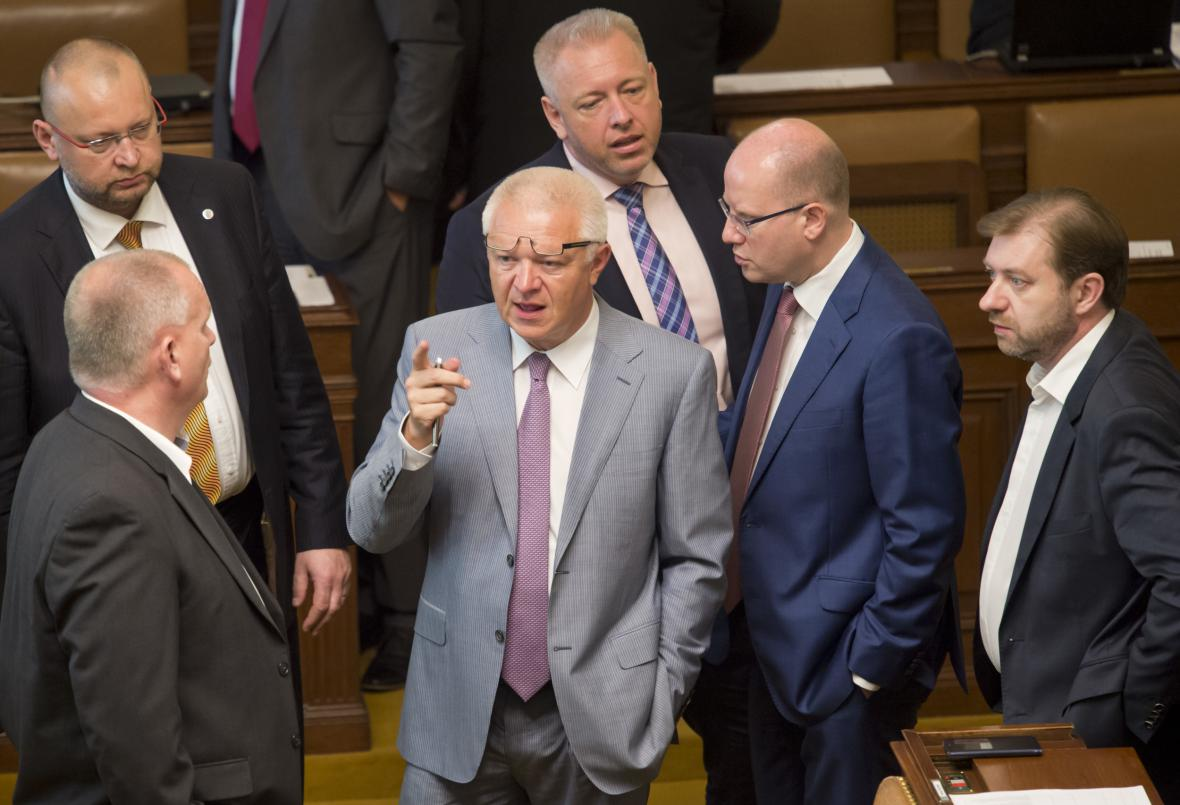Sněmovna se rozešla po hodině jednání