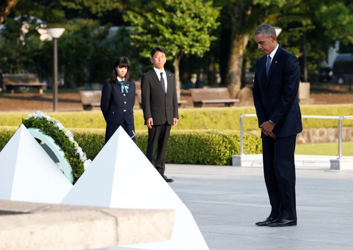 Barack Obama v památníku v Hirošimě