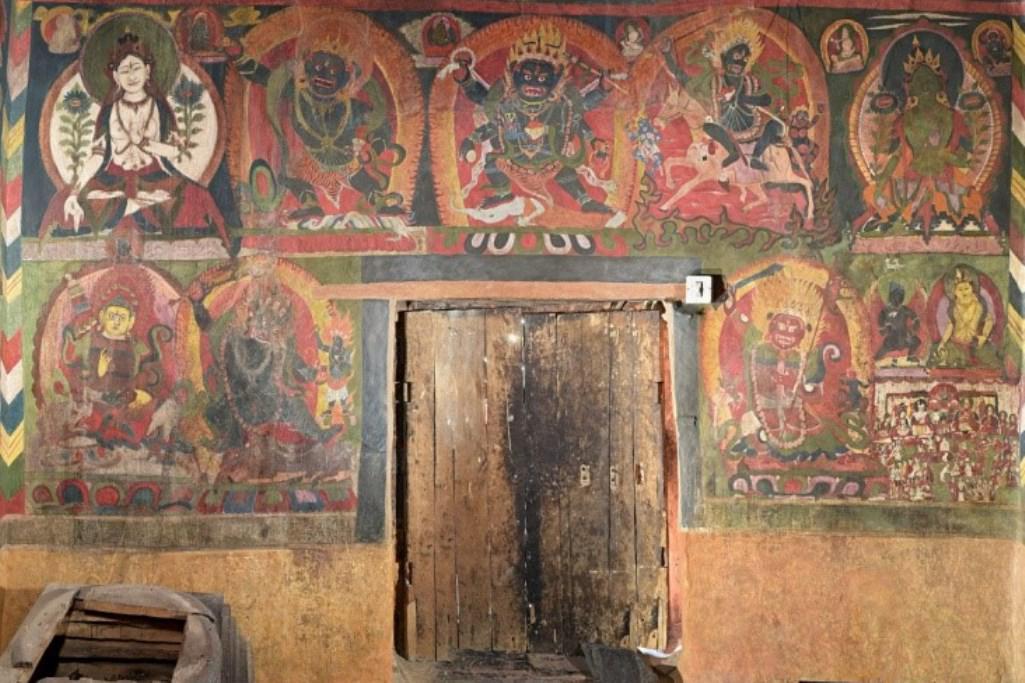 Vchodová stěna svatyně kláštera Diskit