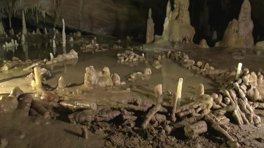 Kruhy nalezené v jeskyně Bruniquel