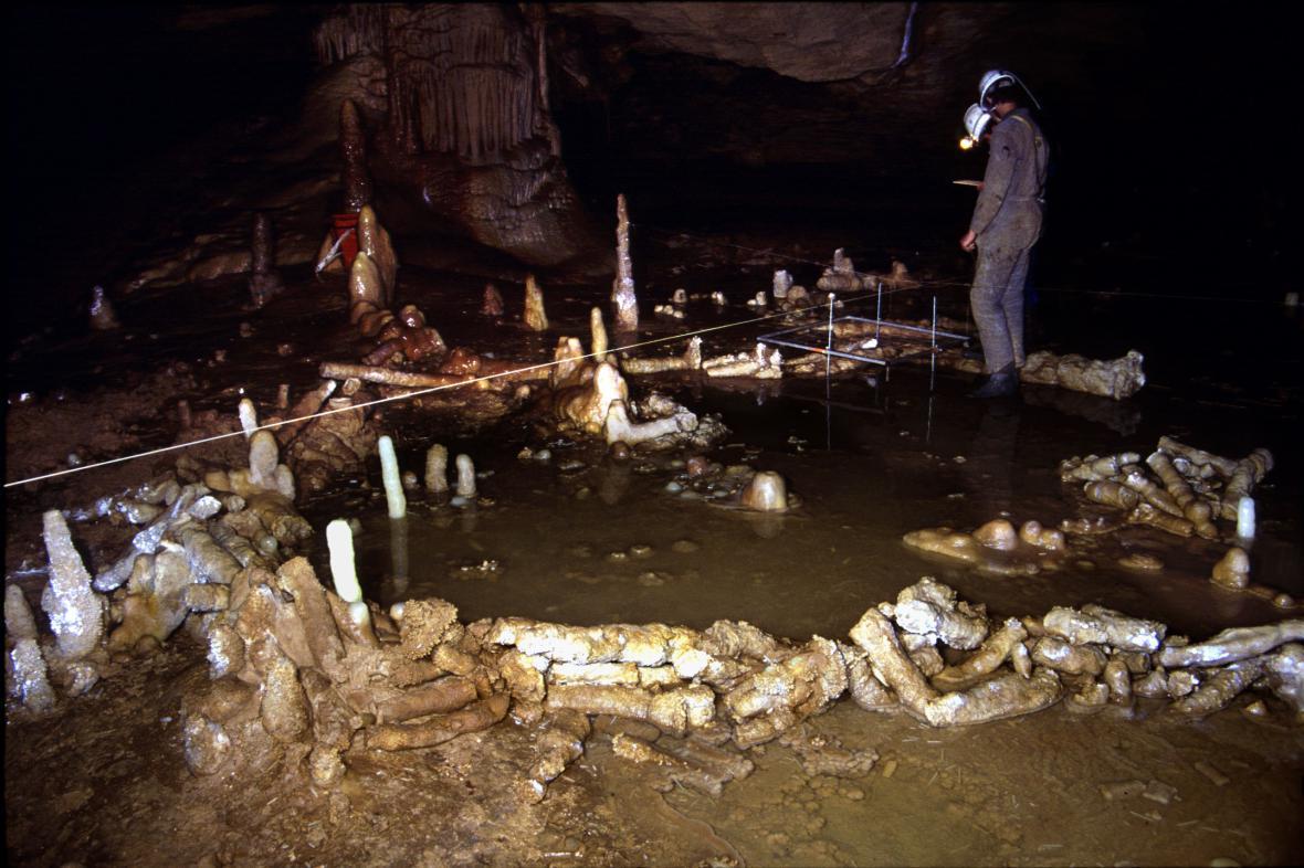 Jeskynní kruhy neandrtálců