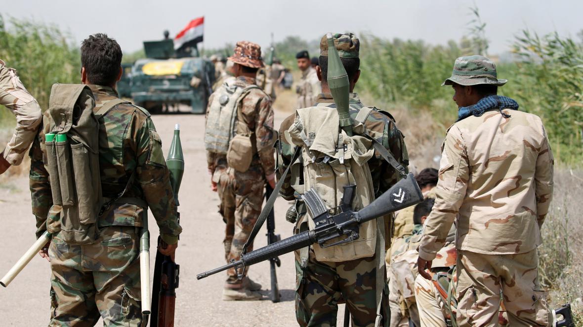 Vládní irácké jednotky se ve spolupráci se šiítskými milicemi pokouší získat kontrolu nad městem Fallúdža
