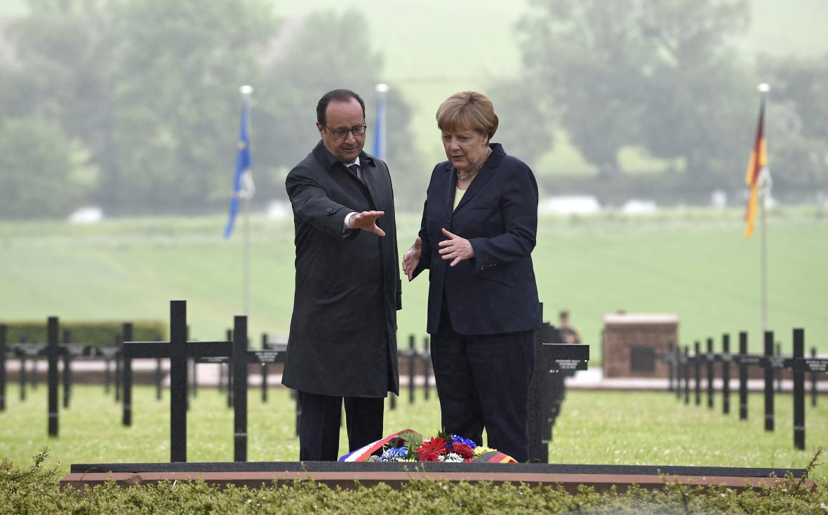 Hollande a Merkelová u Verdunu