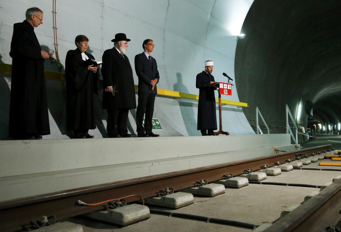 Zástupci náboženských skupin při otevření Gotthardského tunelu