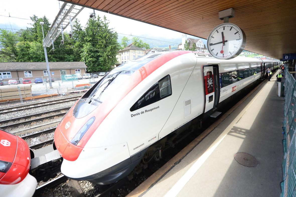 První vlak, který projel tunelem Gotthard