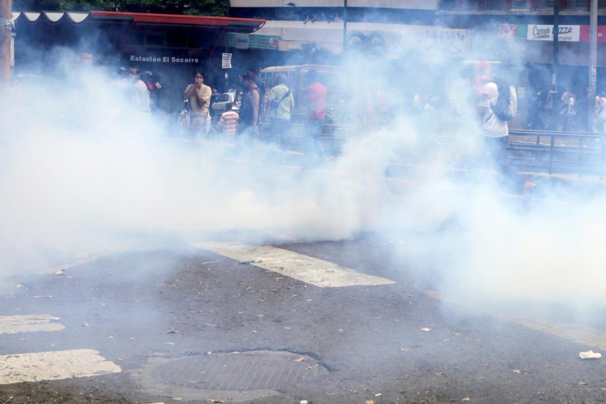 Policejní zásah proti demonstrantům v Caracasu
