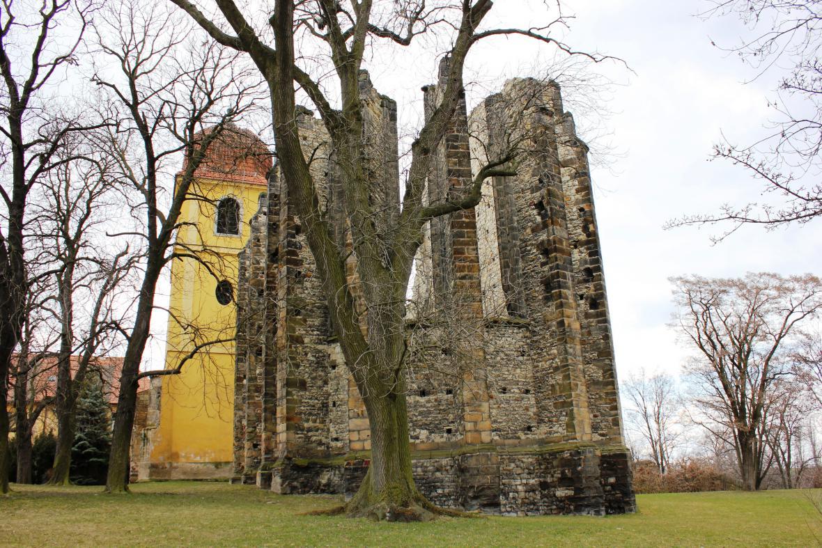 Nedostavěný chrám v Panenském Týnci