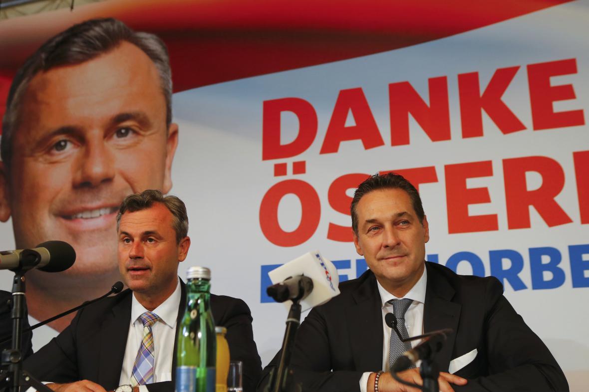 Norbert Hofer a Heinz-Christian Strache (vpravo)