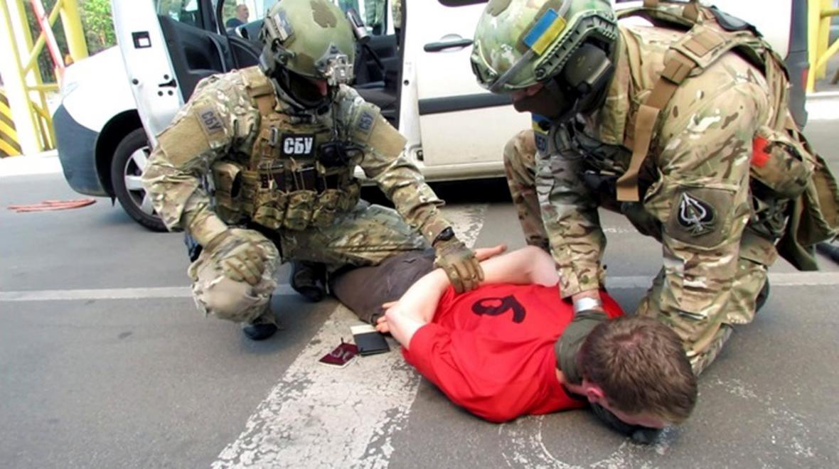 Ukrajinská tajná služba zveřejnila fotografii ze zatčení Francouze