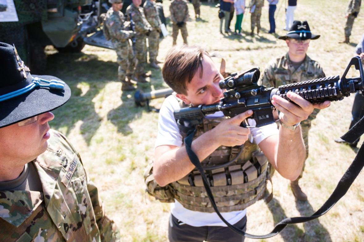 Zkouška zbraní na cvičení Anakonda v Polsku