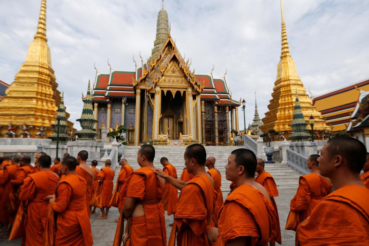 Thajci slaví 70. výročí panování Rámy IX.