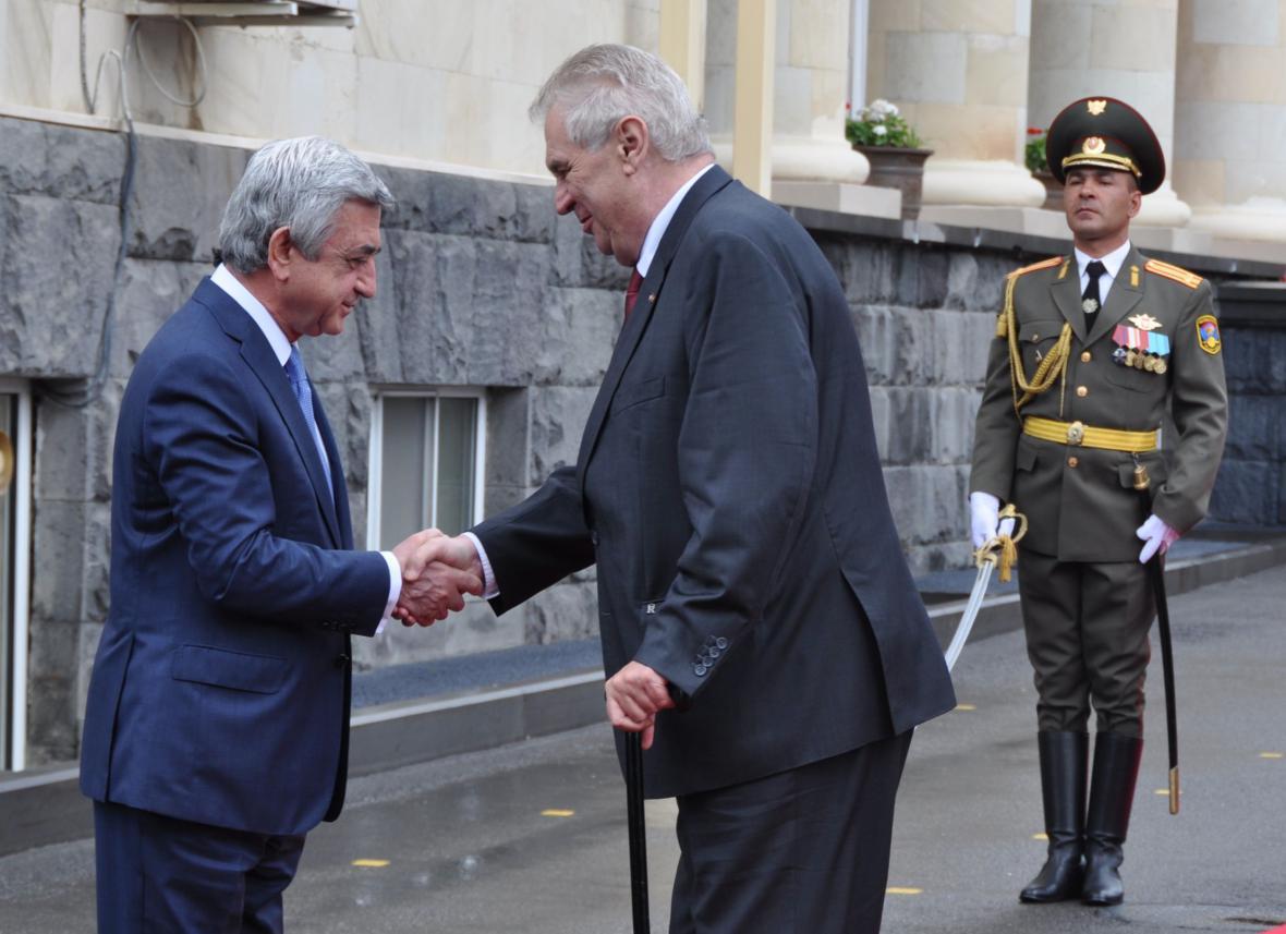Zeman se v Jerevanu rozloučil s prezidentem Sargsjanem