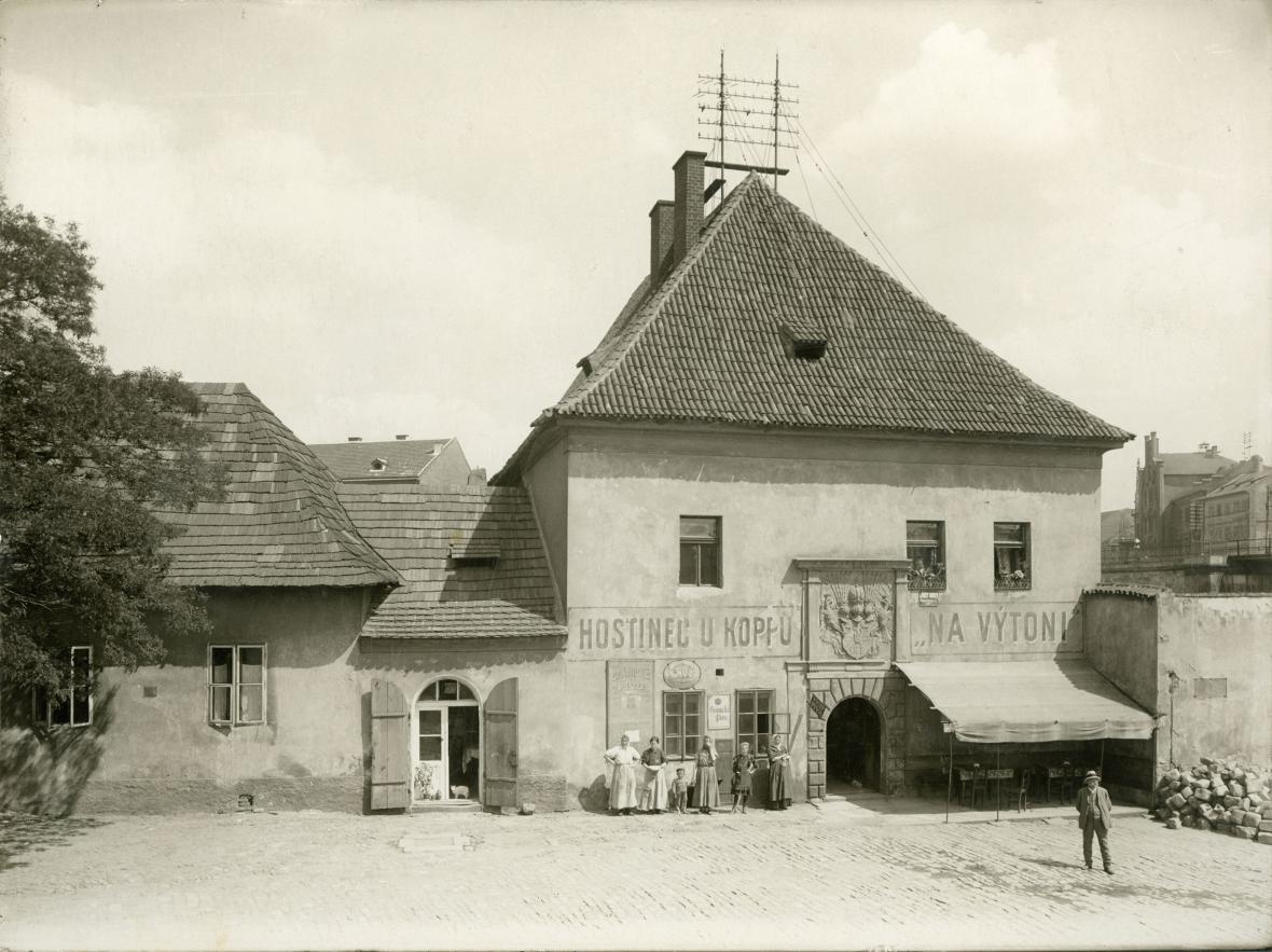 Celnice na Výtoni s hostincem U Koppu kolem r. 1910
