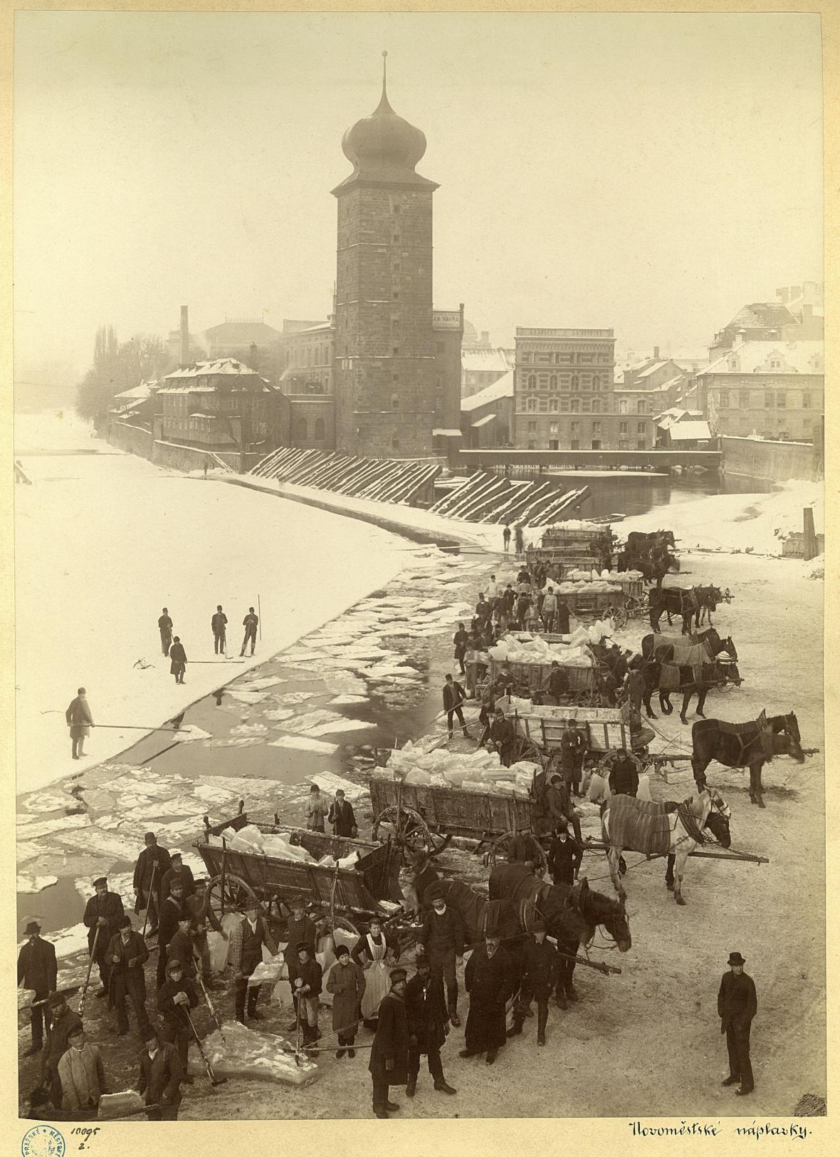 Ledování u Šítkovských mlýnů kolem r. 1900