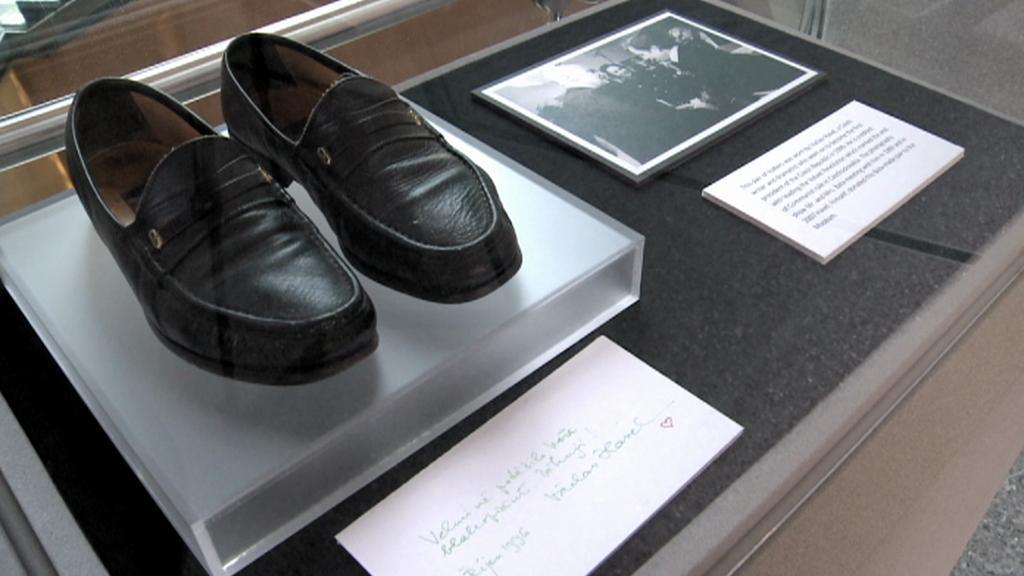 Mokasíny Václava Havla v Baťově muzeu obuvi v Torontu