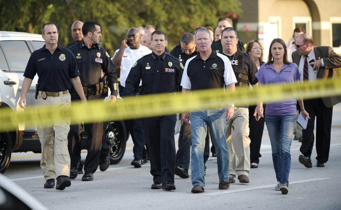 Šílený střelec zabil v Orlandu 50 lidí