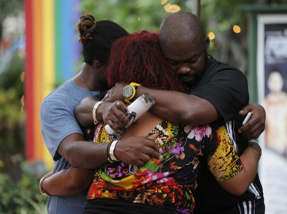 Orlando truchlí nad oběťmi masakru v tamním gay klubu
